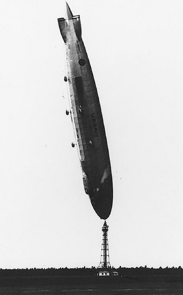 airship-los-angeles-upright
