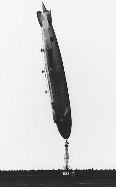 airship-los-angeles-upright