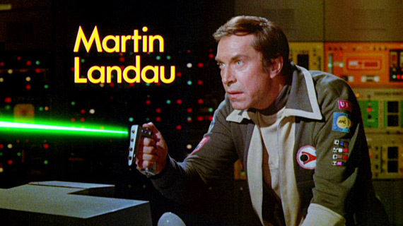 space-1999-martin-landau-stun-gun