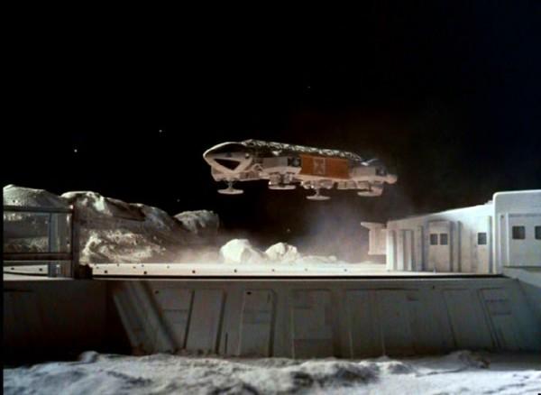 space1999-eagle-vip-pod-landing