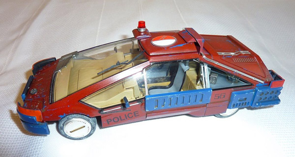 deckard-car-ground-02-small